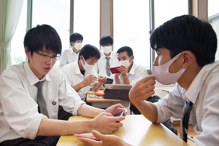 探究学習で3Dの仮想空間を制作するグループ