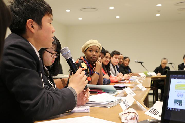 国連で発表する生徒総括リーダー