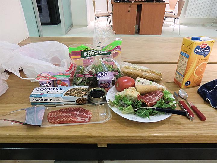 昼食(スーパーで買った食材)